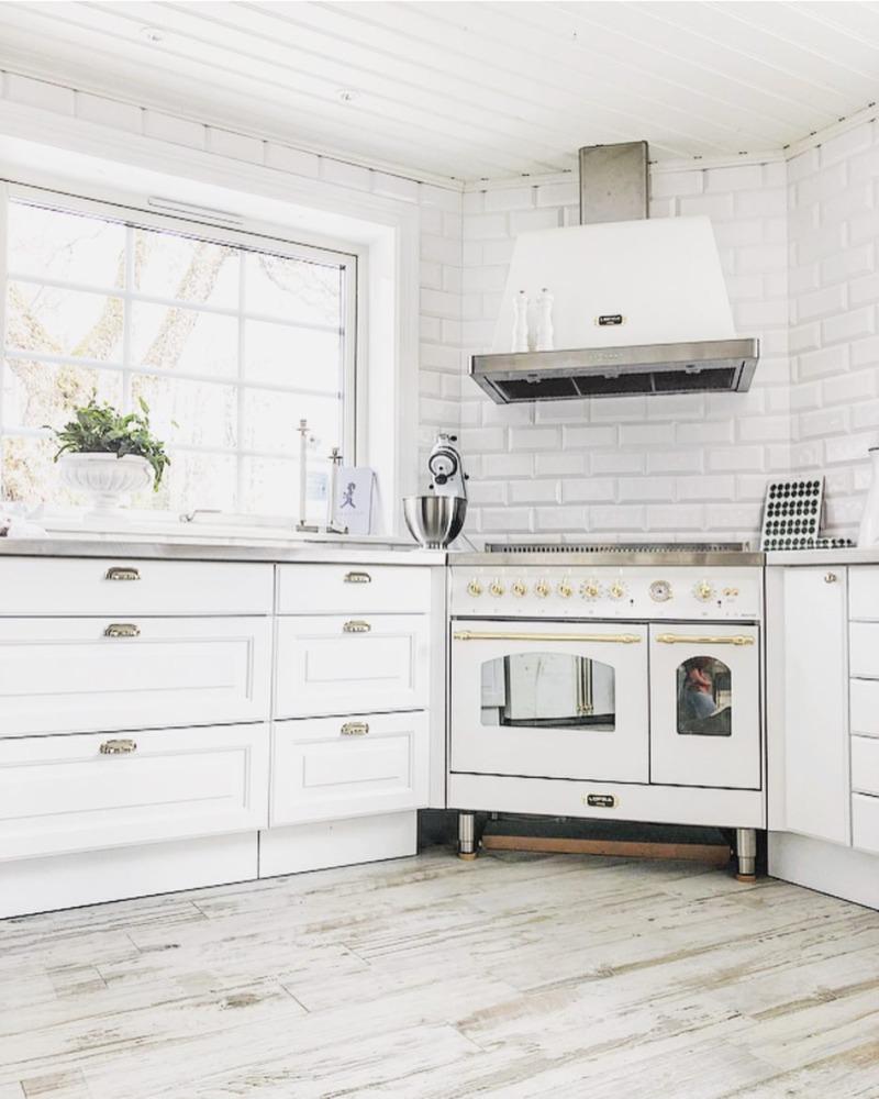 biała kuchnia retro